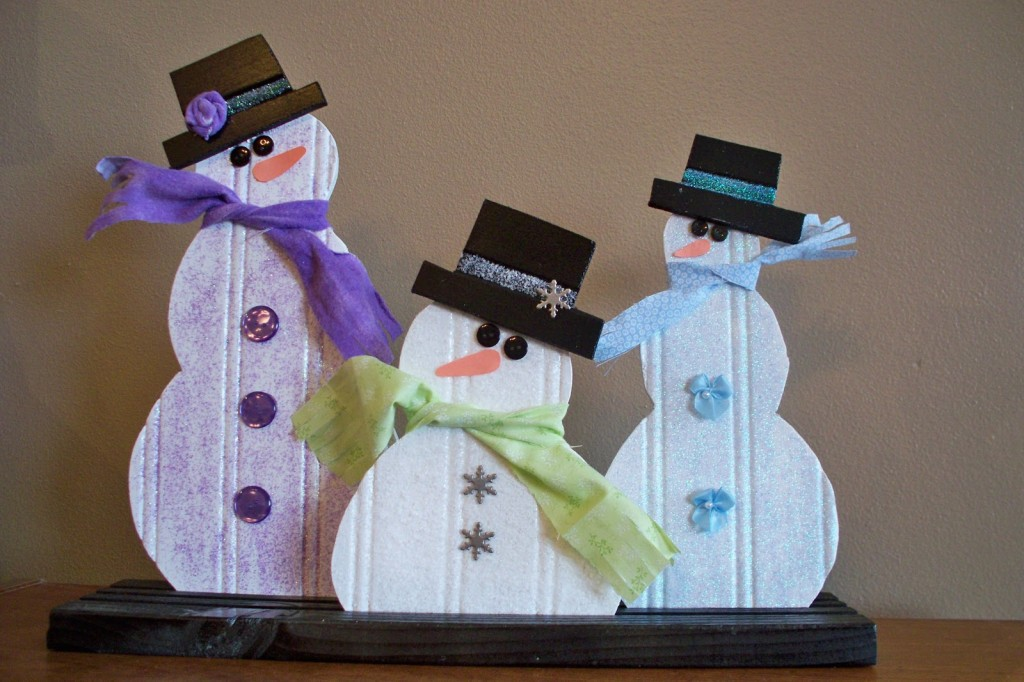 Snowmen made out of bead board - Adventures of a DIY Mom