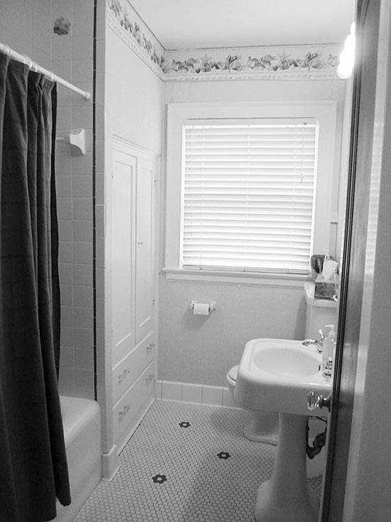 Before-and-After Bathroom Makeovers - Before - BHG