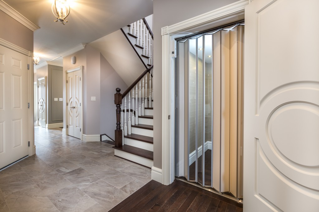A truly finished foyer with Metrie Fashion Forward doors and trim