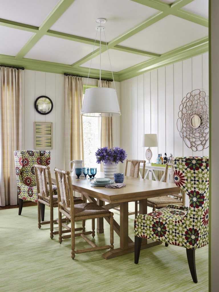 Bright green trimwork in family dining room. Source: HGTV Magazine