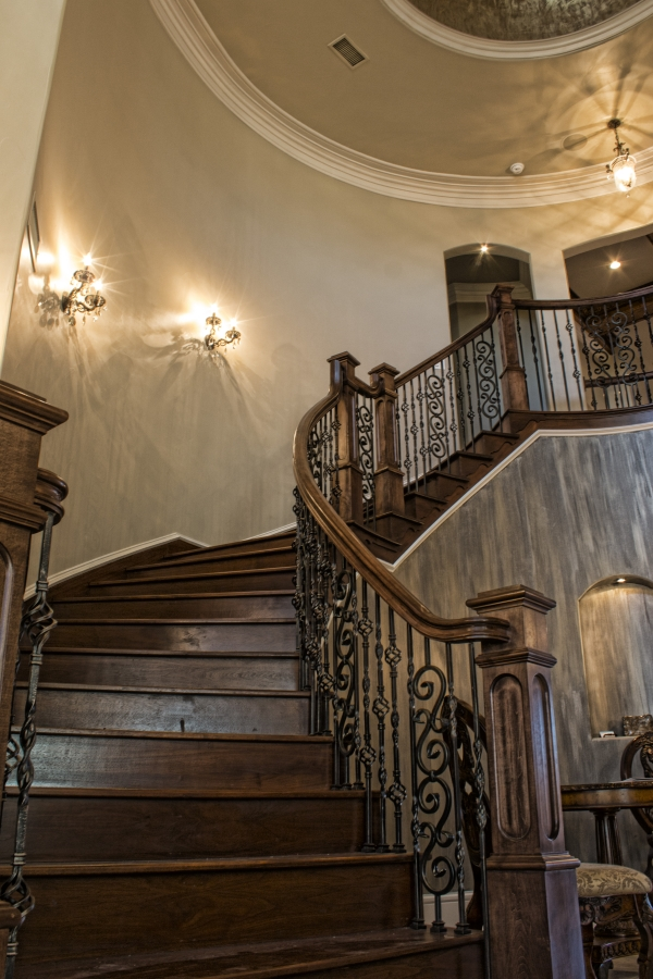Grand foyer staircase in Parade of Homes built by Score Builders featuring Metrie Fashion Forward interior finishings. Photography: Just Jess Photography