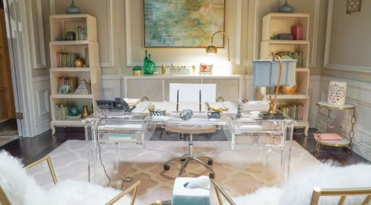 Take note of the interior finishings in The Mindy Project's set. Source: Apartment Therapy.