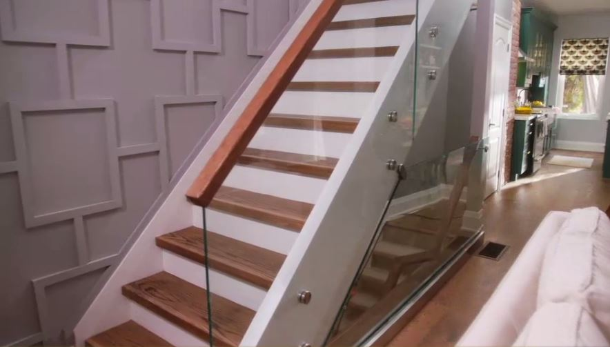 A stunning staircase and feature wall on Save my Reno.