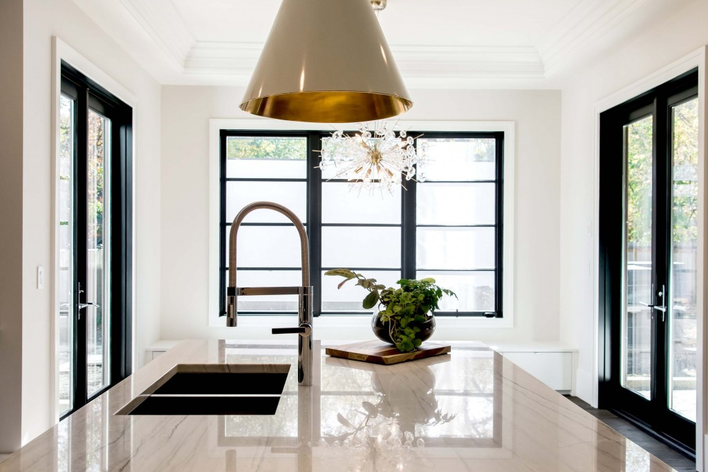 We love this graphic kitchen, especially those windows!