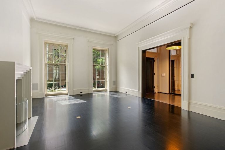 Meryl Streep's former NYC townhouse is embellished in beautiful in interior finishings.