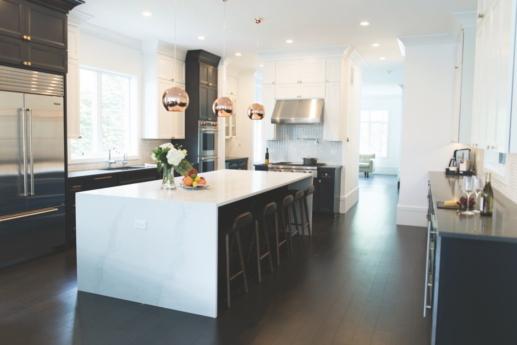 This gorgeous kitchen features rose gold accents and Metrie's Very Square Crown Moulding
