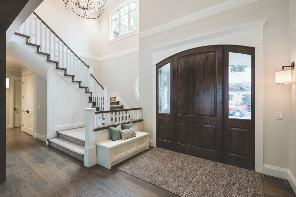 Very Square interior finishings are used in this rustic, yet elegant entryway