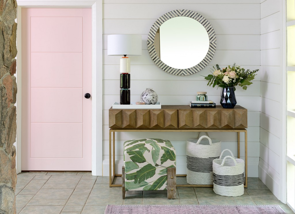 Lisa Canning paints Metrie's Very Square door a beautiful soft pink her entryway