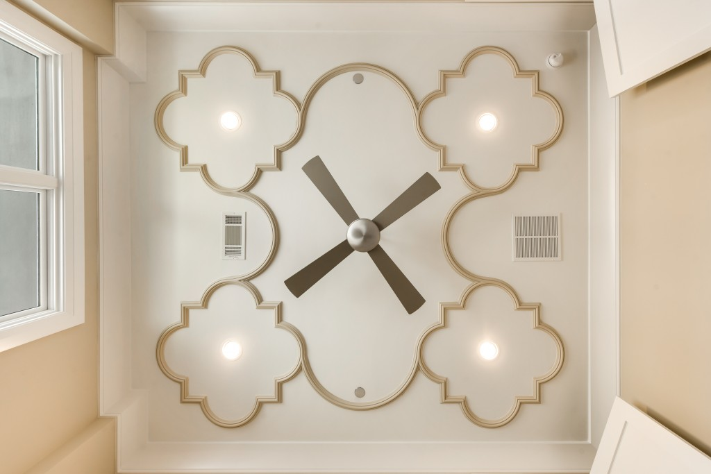 This eye-catching ceiling gleams with curvy pieces, forming a tantalizing pattern