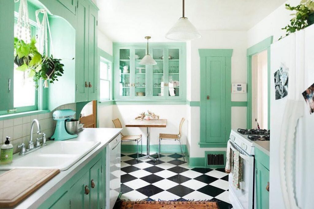 Hayley creates fresh summer accents in her kitchen using a full-range of interior finishings!