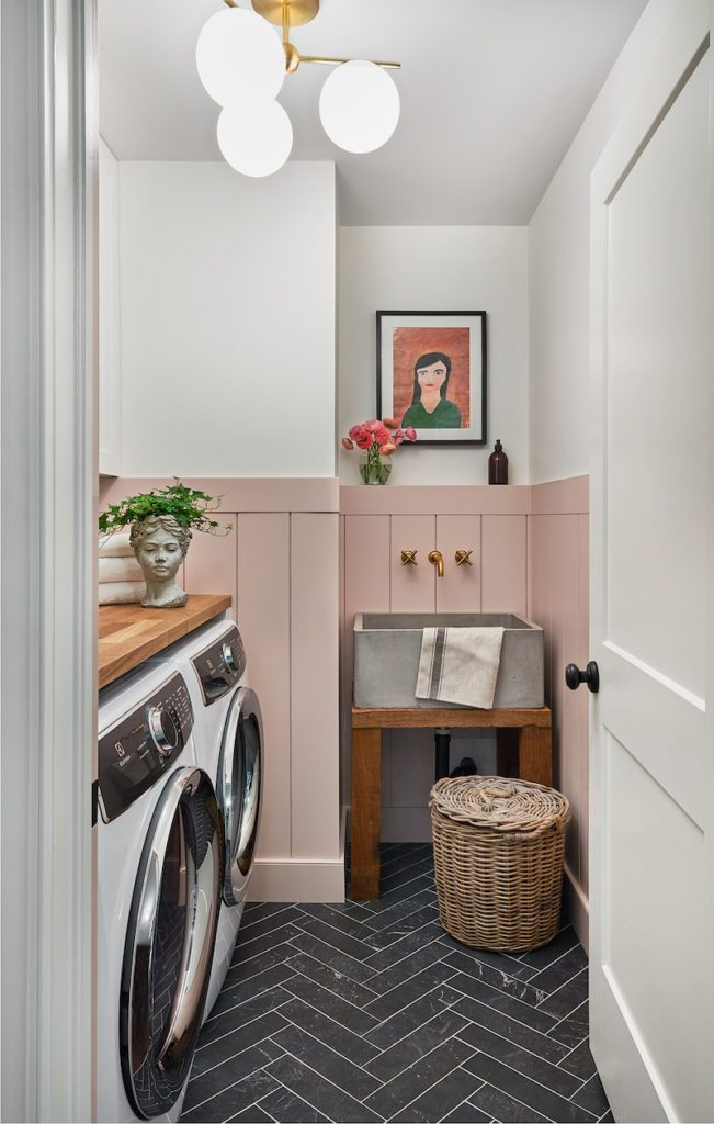 A lovely laundry room with Metrie's interior finishings